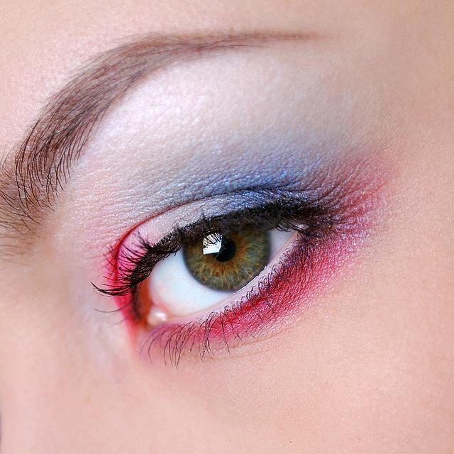 איפור לעיניים