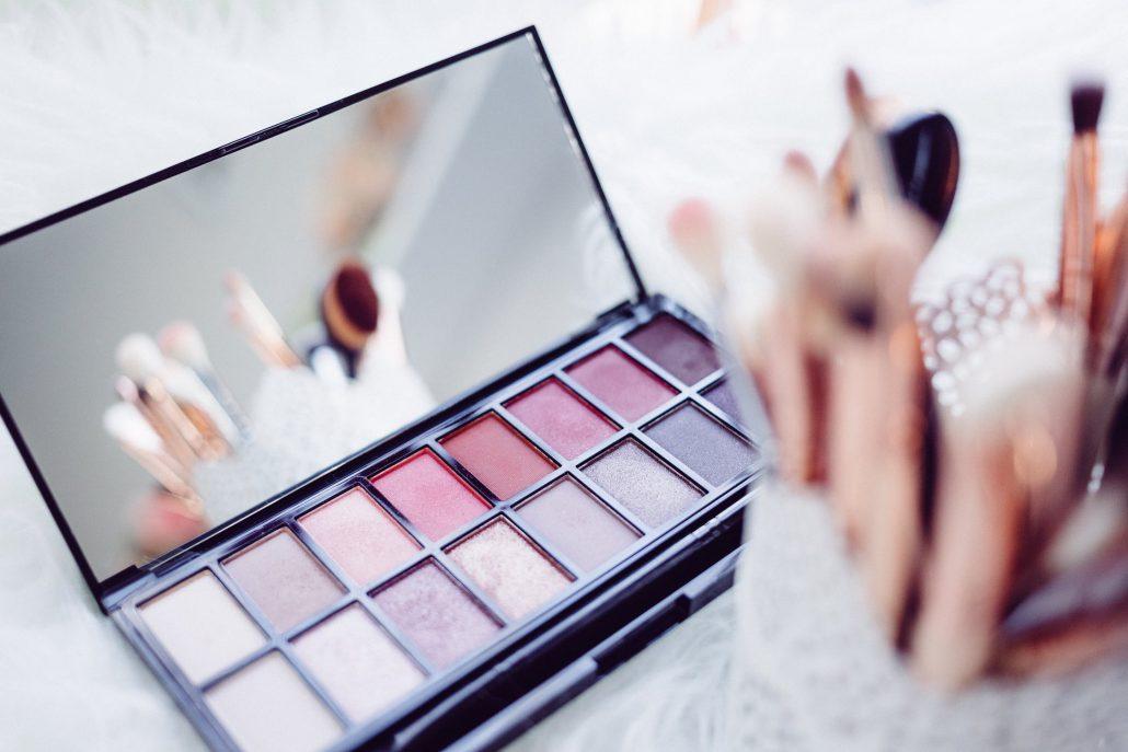 כך_כדאי_להתאפר_בגיל_ההתבגרות – alonim-cosmetics.co.il